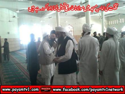 Tariq Jamil prays in Shia Mosque